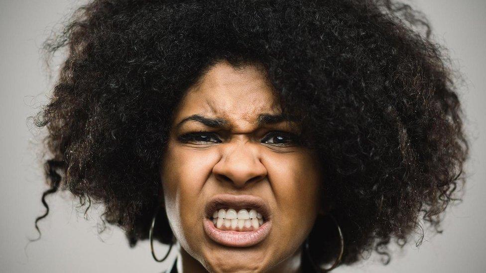 Algunos expertos consideran que usamos nuestras expresiones no para mostrar nuestras emociones sino nuestras intenciones.