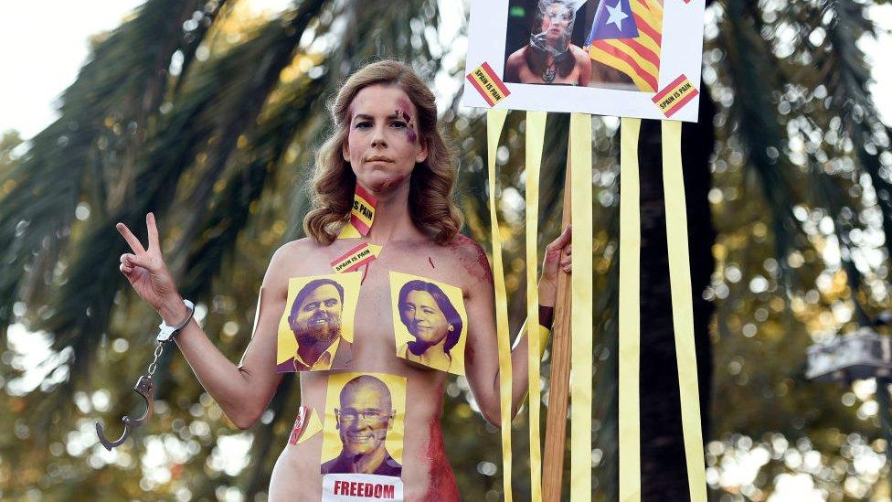 Мешканці Каталонії масово здаються судам. Що відбувається?
