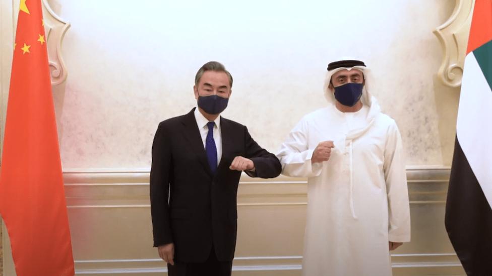 وزير الخارجية الإماراتي مع نظيره الصيني