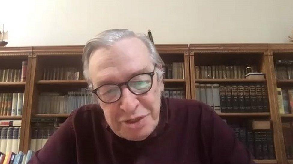 Olavo de Carvalho em entrevista por computador