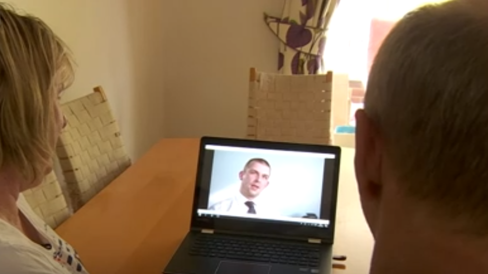 Thomas Moore en pantalla de computadora