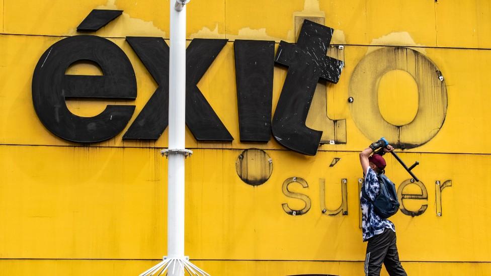 Vandalismo almacenes Exito