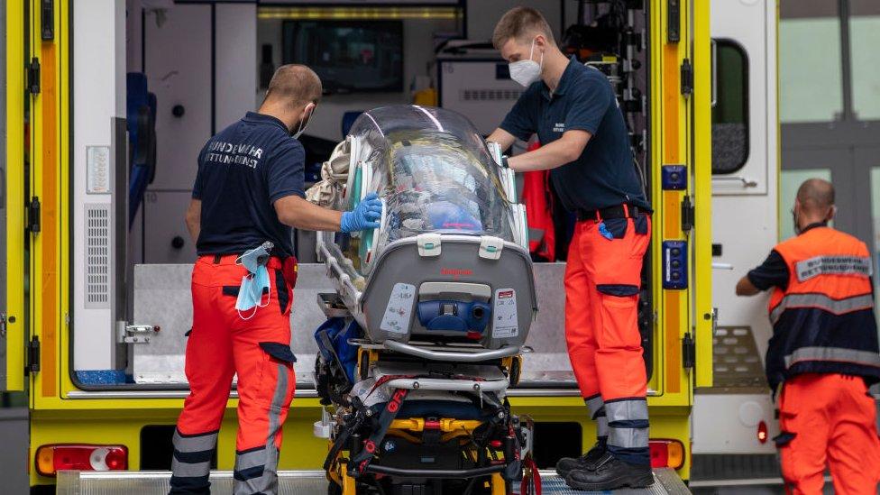 Navalny llega al hospital en Berlín