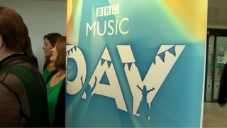 BBC News - Belfast commuters treated to choir on BBC Music Day