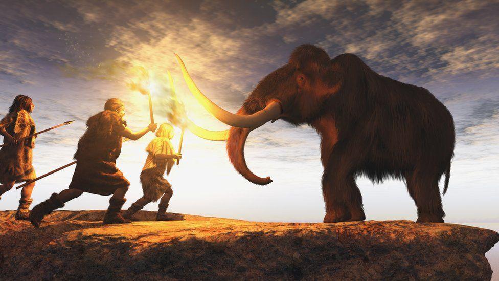 Hombres frente a un mamut