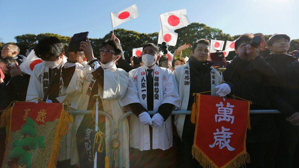 數萬民眾在日本皇宮參加天皇的新年朝賀活動。