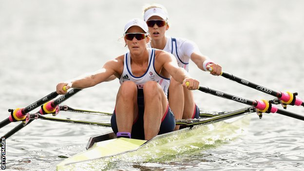 Katherine Grainger y Vicky Thornley rowing