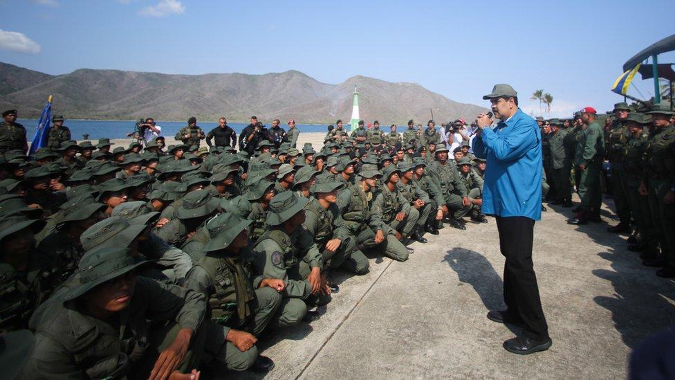 Maduro sa vojnicima