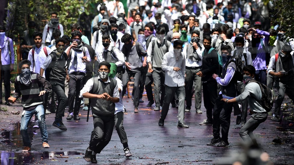 students clash with security forces