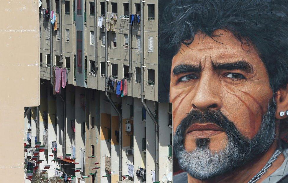 Maradona en un mural