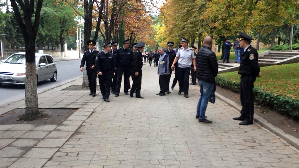 Police in the centre of Chisinau. 13 Sept 2015. Image: Rayhan Demytrie