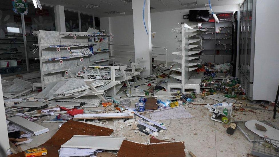 En medio de la violencia ocurrida tras la renuncia de Morales también se han producido algunos saqueos.