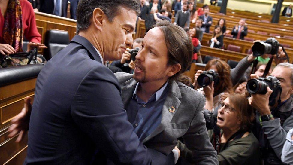 Sánchez e Iglesias celebran la victoria