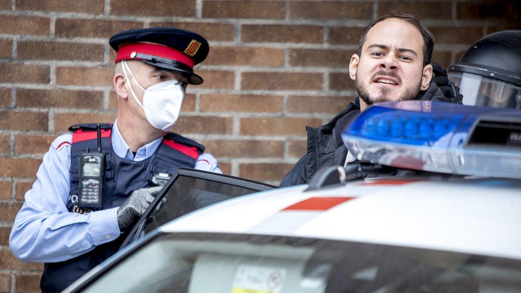Pablo Hasél en el momento de su detención.