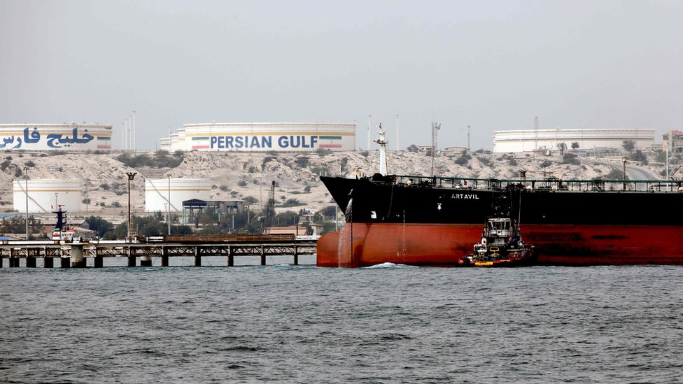 File photo showing an Iranian tanker docked at a platform of the oil facility on Iran's Khark Island, in the Gulf (12 March 2017)
