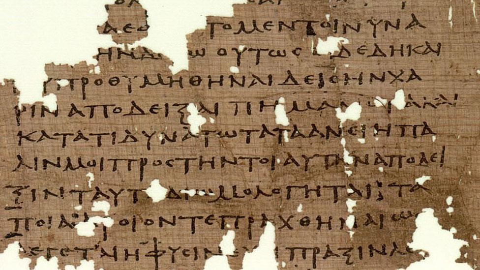 """Fragmento de la """"República"""" hallado en en Oxirrinco, Egipto."""