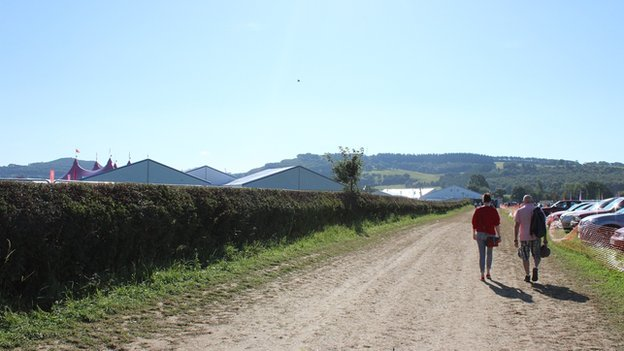 Dechrau'r daith hir o'r maes carafanau am y tro olaf // Taking the long journey from the caravan park for the last time