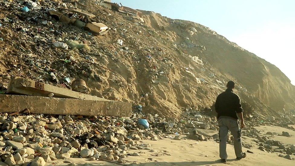 كان الآثاري فاضل العتول المقيم في غزة أول من تعرف على المسكوكات