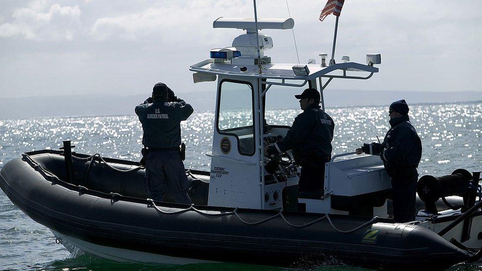 Un patrullaje en el mar de autoridades de EE.UU.