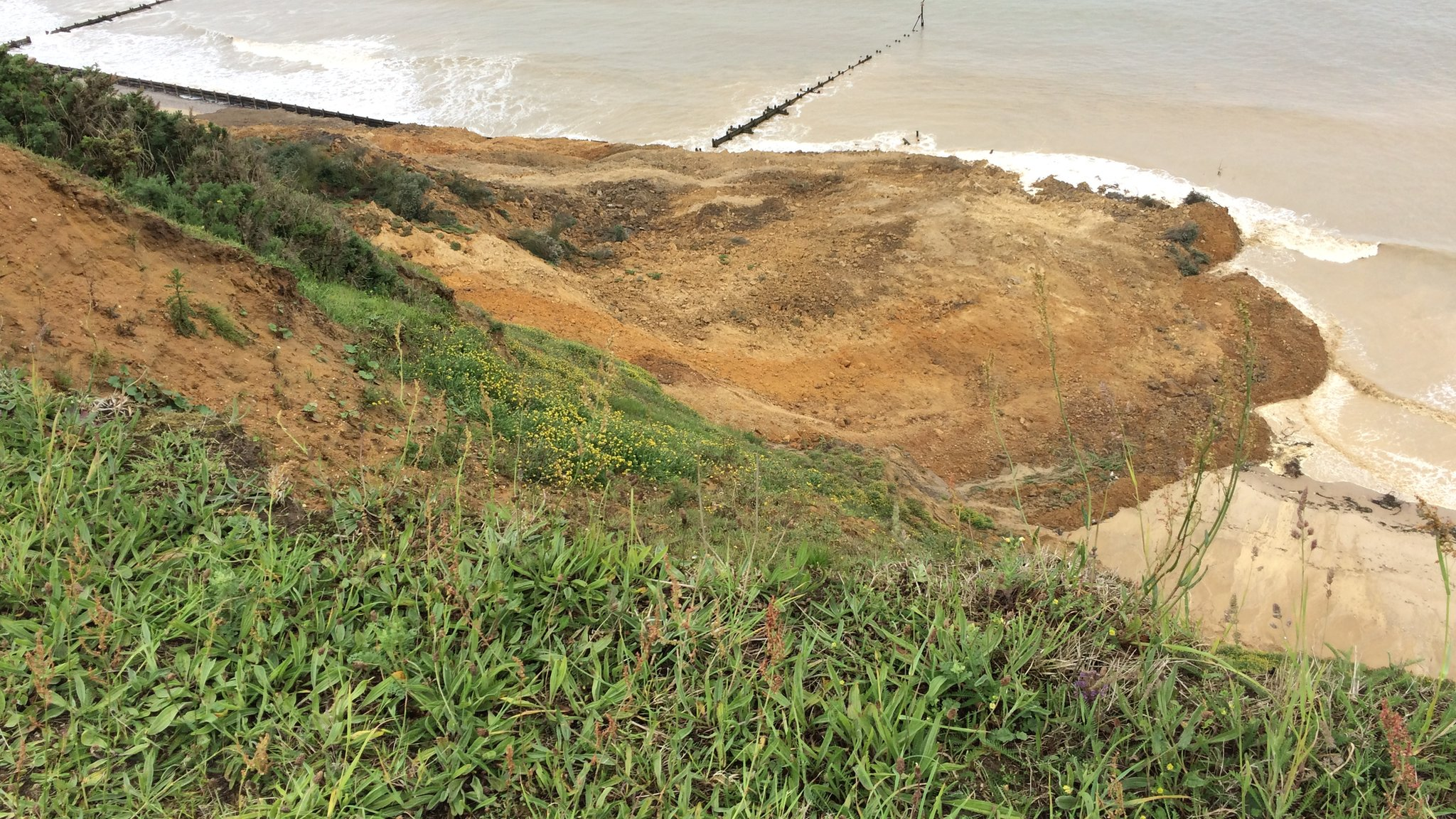 Norfolk cliff collapse: Warning to walkers at Sidestrand