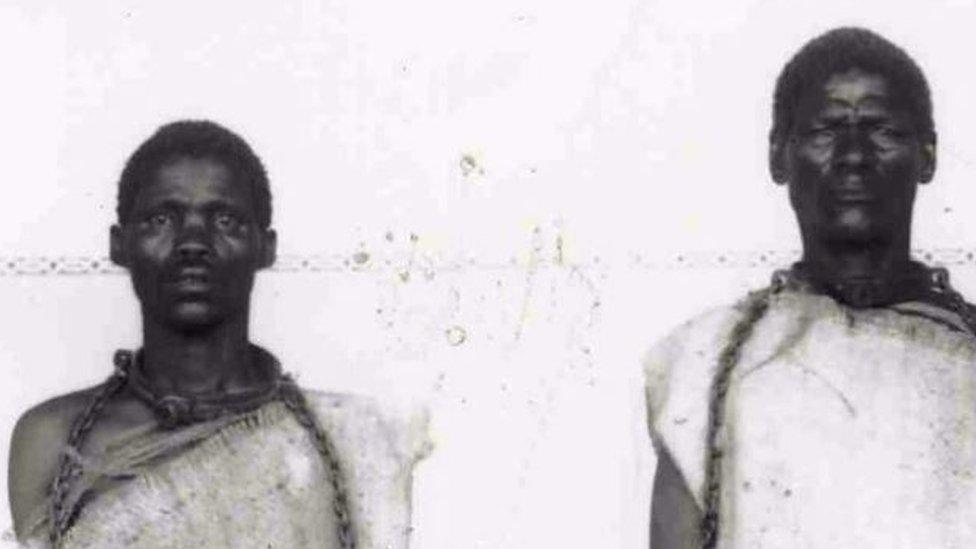 İki Namibyalı