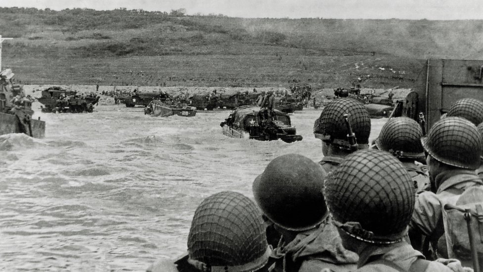 Savezničke trupe se iskrcavaju na plaži na severu Francuske