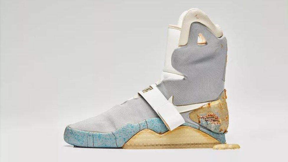 Proceso Político farmacéutico  Back to the Future shoe sells for nearly $100k - BBC News