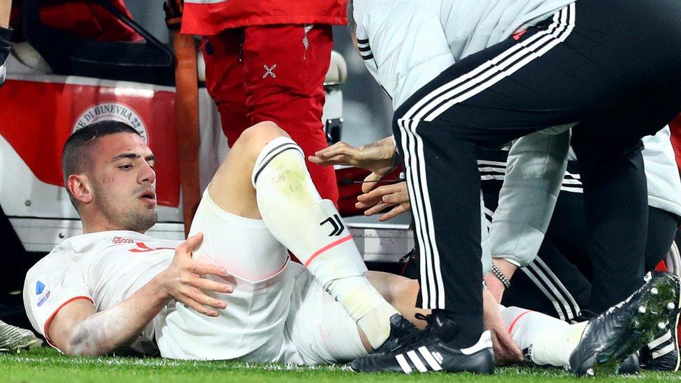 Merih Demiral maçın 19. dakikasında sakatlandı