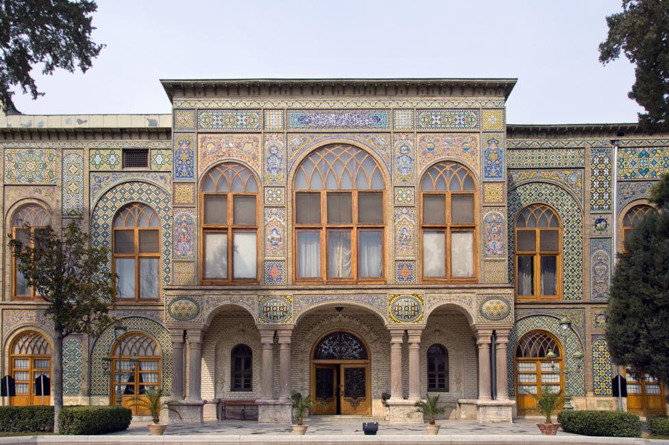 德黑蘭古列斯坦宮大門鑲嵌著精美的瓷磚