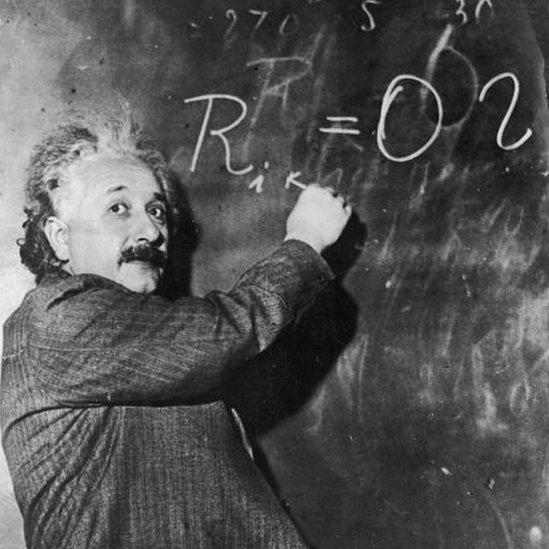 Las ecuaciones de Einstein dan como resultado agujeros blancos.
