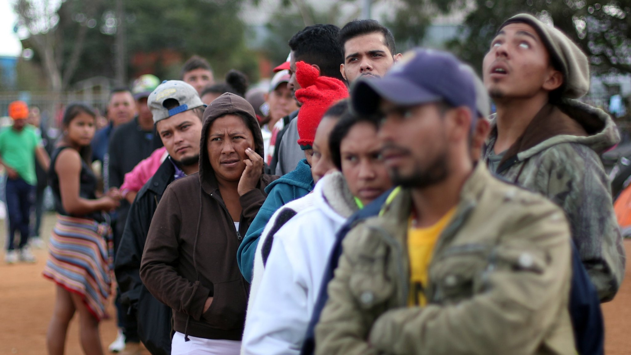 US migrant caravan: Trump's asylum ban halted by judge