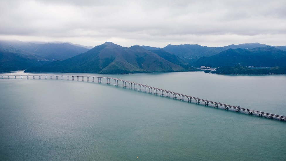 A picture of the bridge connecting Hong Kong to Macau