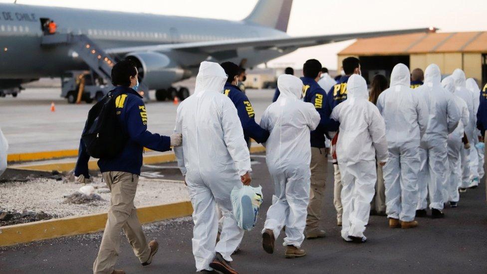 Migrantes venezolanos deportados de Chile.
