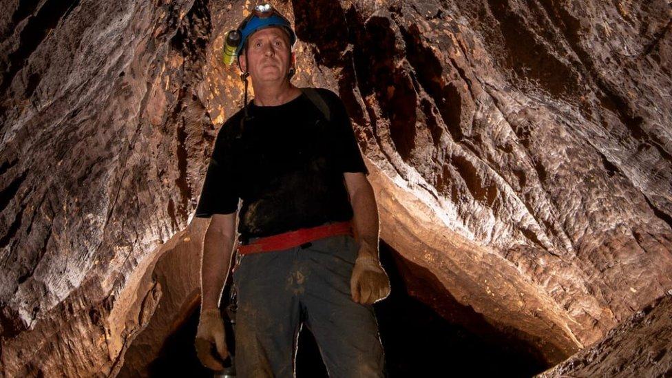 Vernon Unsworth en las cuevas de Tham Luang