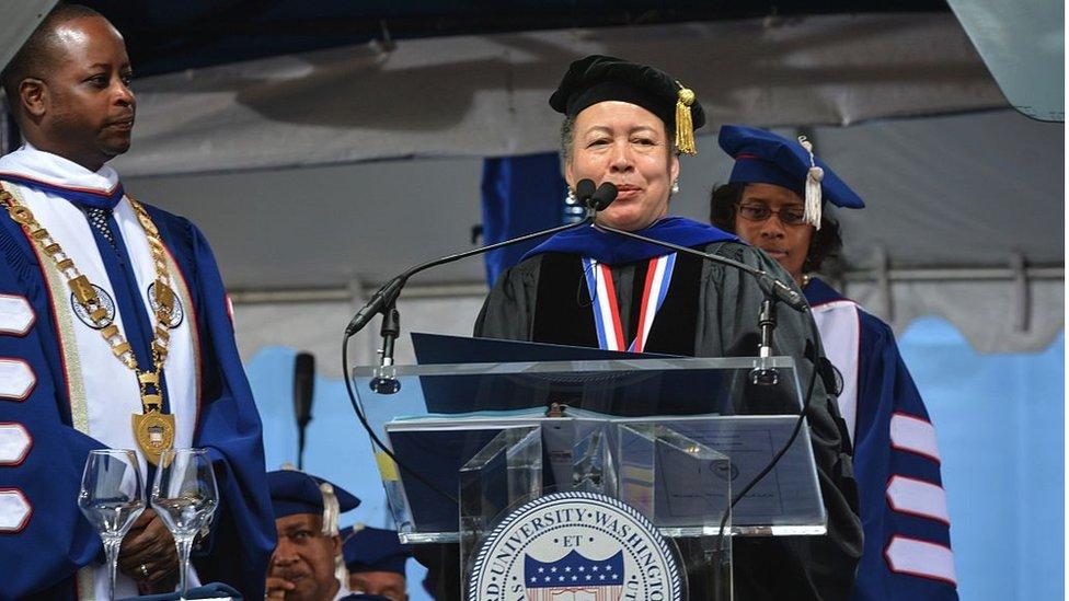 Doktorka Beverli Tatum drži govor na Univerzitetu Hauard u Vašingtonu, maj 2015.