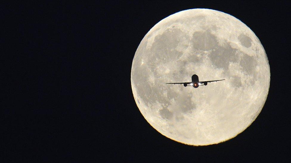 Bulan super