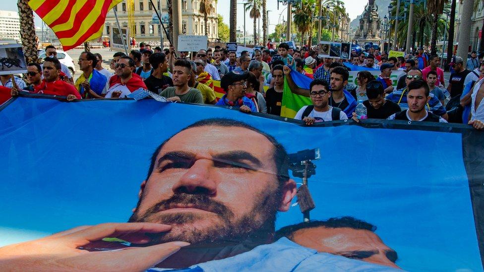 صورة للزفزافي رفعت في مظاهرة في بشلونة في شهر يوليلو 2018
