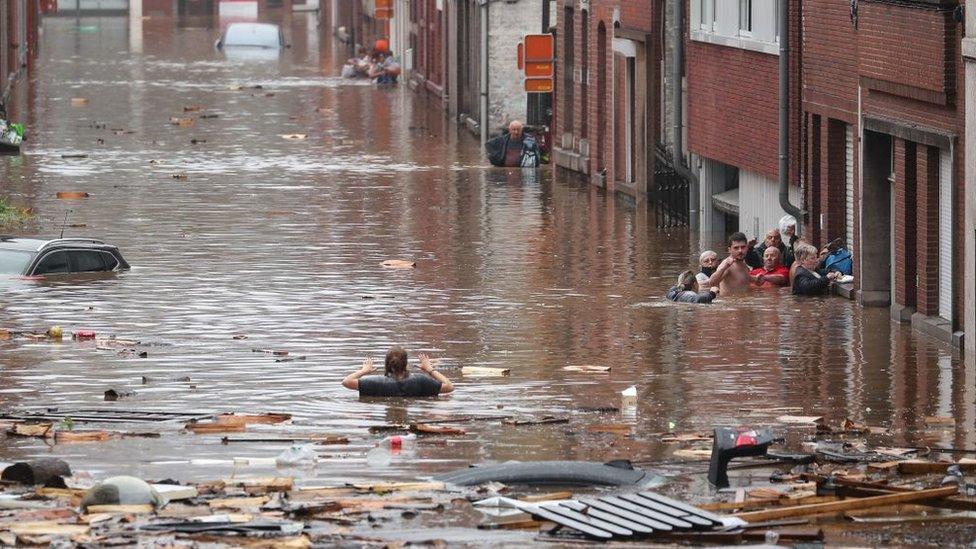 مدينة لييج البلجيكية تعرضت لفيضانات شديدة وطالب عمدة المدينة السكان بمغادرتها في حال كانوا يستطيعون ذلك