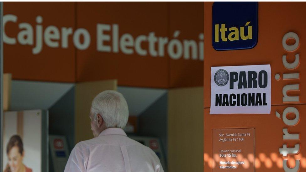 Por qué el servicio al cliente de los bancos en Chile y Argentina es tan diferen ...