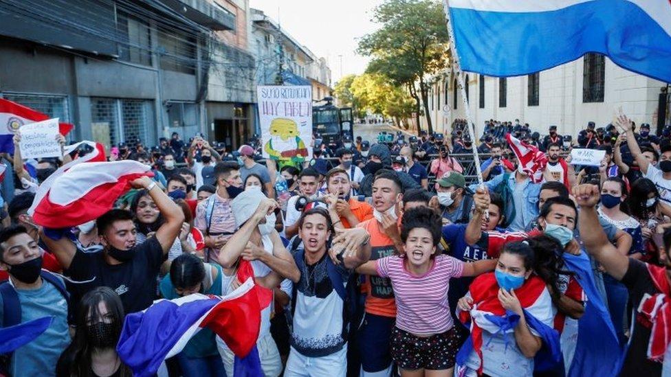 Protestas en Paraguay contra la gestión de la pandemia.