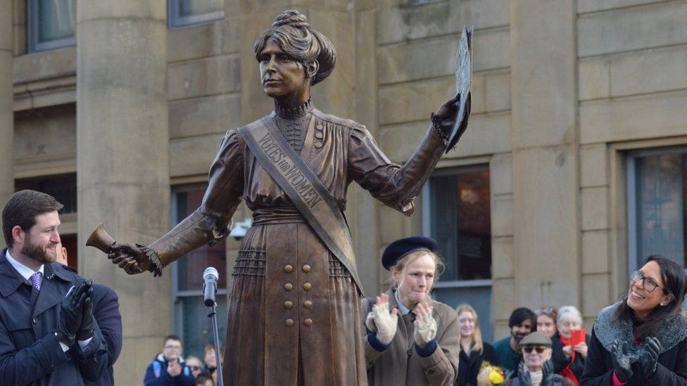Maxine Peake and Oldham MPs applaud at unveiling of Annie Kenney statue