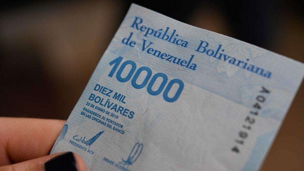 Bolívares.