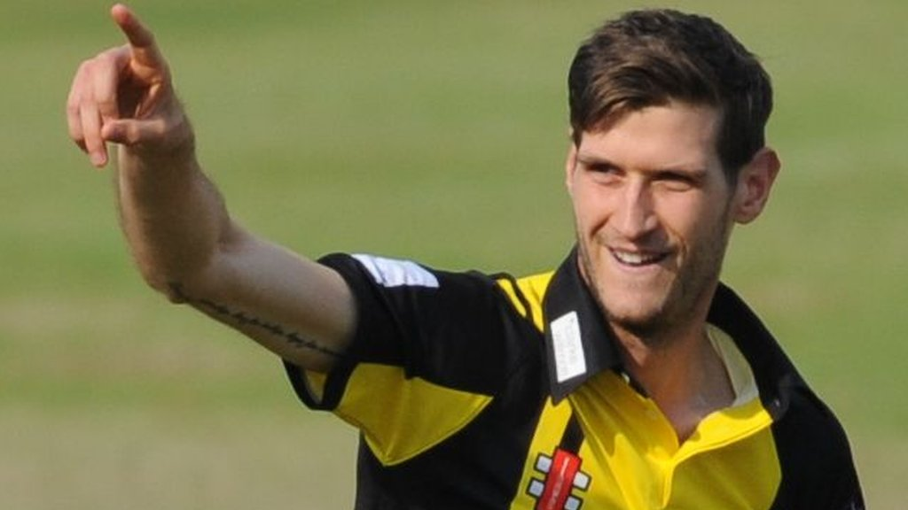 David Payne: Long-serving Gloucestershire bowler extends contract until 2021