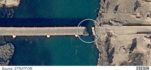 Damage to Al Jamhuriya Bridge in Mosul