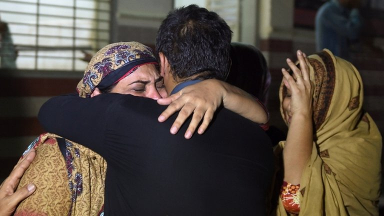 Relatives of someone who died in the heatwave, EDHI morgue in Karachi 21 June 2015
