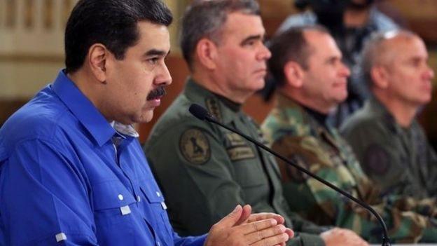 Maduro habló acompañado del ministro de Defensa, el general Vladimir Padrino; el jefe de la Constituyente, Diosdado Cabello, y varios miembros del alto mando militar.