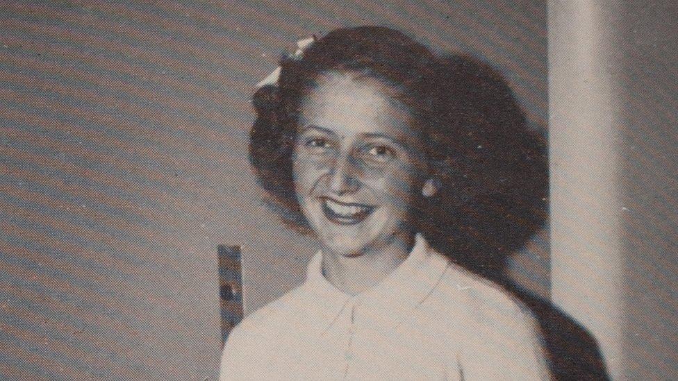 Mary Maxwell en sus años como estudiante,