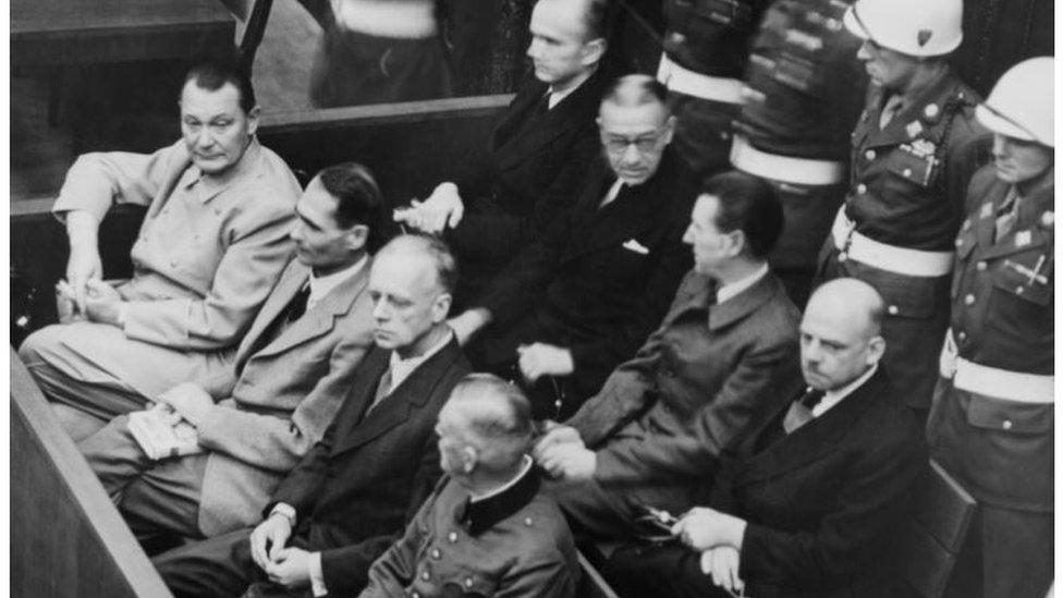Los dirigentes nazis Goering, Hess, von Ribbentrop, y Keitel en Nuremberg.