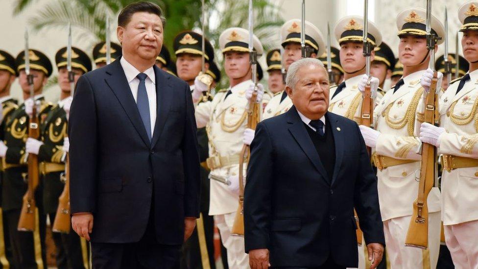 Xi Jinping y Salvador Sánchez Cerén