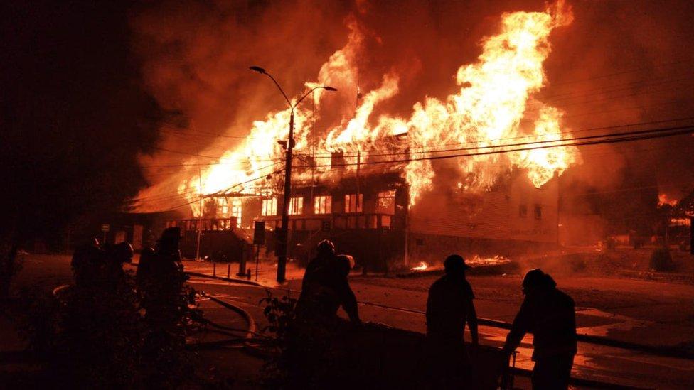 Ayuntamiento de Panguipulli en llamas